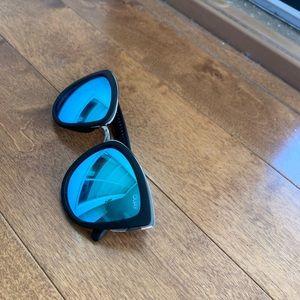 Quay sunglasss - mirror blue lenses